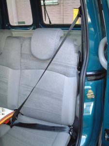 シートベルト、後部左席