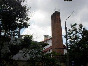 四角の煉瓦煙突、ハノイ